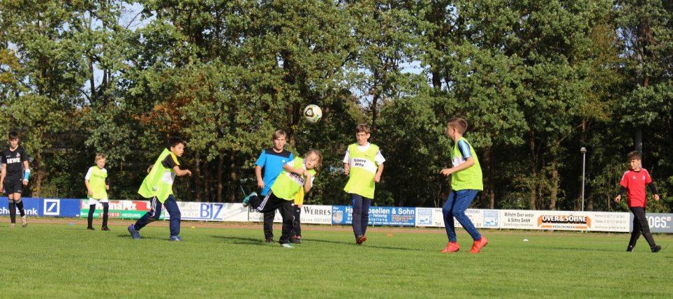 Erstes Bergheimer Fußball-Herbstcamp im Lukas-Podolski Sportpark